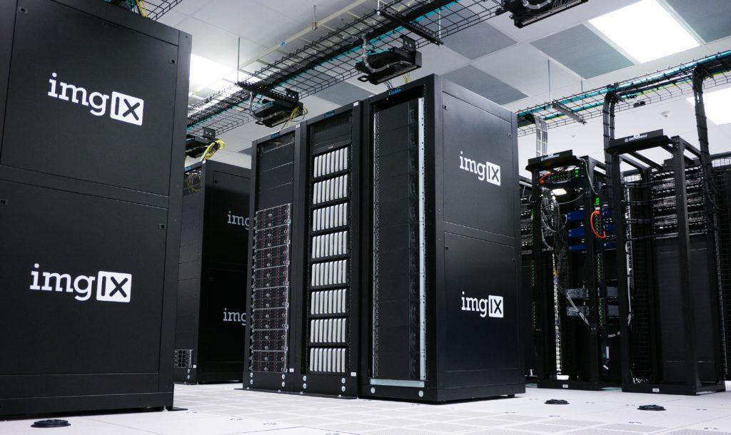 黒い大きなサーバー